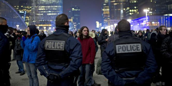 Face-à-face entre policiers et