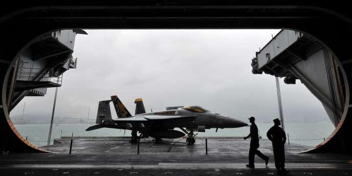 Le porte-avions américain USS George Washington au large de Hong Kong, le 9 novembre.