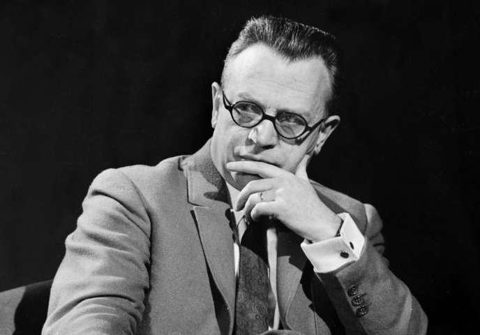 Photo d'archives datée de décembre 1969 de l'homme de télévision Pierre Dumayet