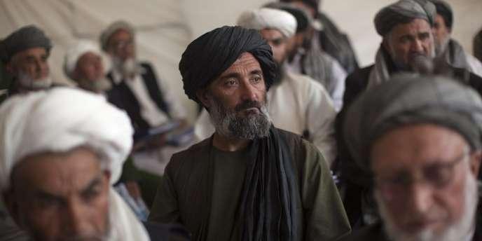 Des membres de la Loya Jirga, à Kaboul, le 17 novembre 2011.