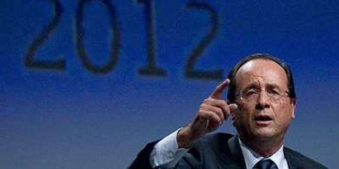 François Hollande lors de la cérémonie de son investiture comme candidat du PS à la présidentielle, samedi 22 octobre à Paris.