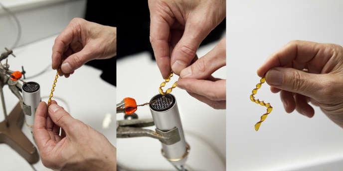 L'équipe de chimistes, menée par Ludwik Leibler du CNRS est parvenue à mettre au point ce nouveau matériau façonnable à haute température.