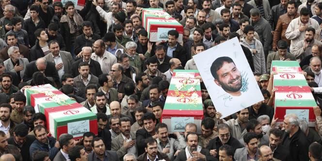 Des Iraniens défilent en hommage à Hassan Tehrani-Moghaddam,