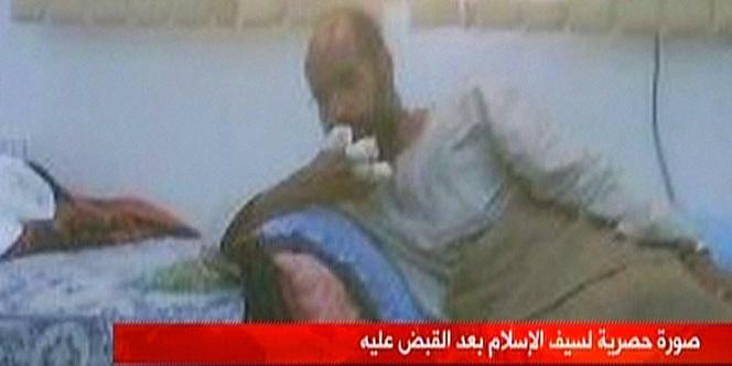 Capture écran de la télévision libyenne Al-Ahrar montrant Saïf Al-Islam Kadhafi dans un lieu secret après son arrestation, samedi 19 novembre.