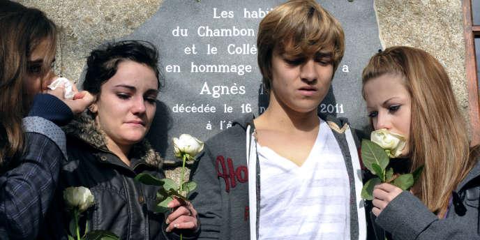 Une plaque à la mémoire d'Agnès Marin a été dévoilée à l'intérieur du collège-lycée Cévenol, au Chambon-sur-Lignon, le 20 novembre 2011.