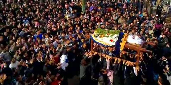 Manifestation lors de l'enterrement d'une victime des forces de sécurité syriennes à Kafr Zetan, non loin de Hama, le 20 novembre 2011.