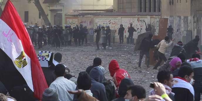 Les affrontements entre manifestants et forces de l'ordre ont débuté samedi 19 novembre, place Tahrir, au Caire.
