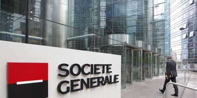 Alors que la banque entend supprimer près de 500 postes, environ 600 salariés se sont dits intéressés par des départs ou reclassements en interne, selon des syndicats de l'entreprise.