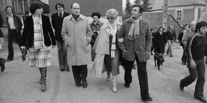 François et Danielle Mitterrand au côté de Christine Gouze-Renal et son époux, l'acteur Roger Hanin, le 12 mars 1978 à Château-Chinon, dont l'ex-président de la République a été le maire.