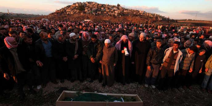 Dans le village de Dar Al-Kabiré, près de Homs  le 3 novembre 2011, l'enterrement d'un jeune homme se transforme en manifestation contre le pouvoir.