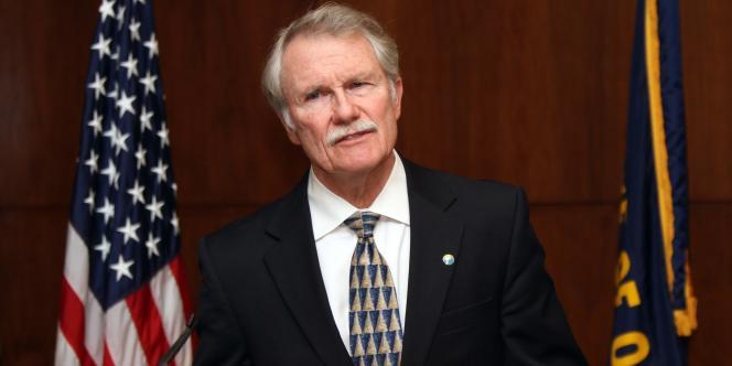 Le gouverneur John Kitzhaber à Salem, annonçant, le 22 novembre 2011, que Gary Haugen ne sera pas exécuté et qu'il renonce à toute nouvelle exécution dans l'Etat dont il a la charge.