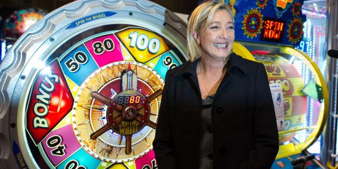 Marine Le Pen, au salon professionnel des forains, le 23 novembre à Pontoise.