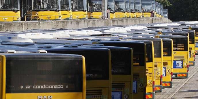Les bus lisboètes n'ont pas quitté les entrepôts jeudi, jour de grève générale contre les mesures d'austérité au Portugal.