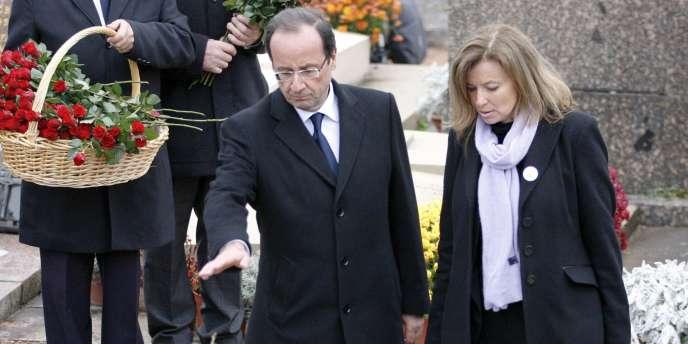 François Hollande et sa compagne, Valérie Trierweiler, lors de l'inhumation de Danielle Mitterrand, le 26 novembre 2011 à Cluny.