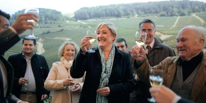 Marine Le Pen a profité de son déplacement à Chablis (Yonne) pour dénoncer les