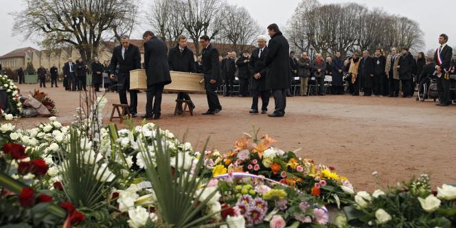 Danielle Mitterrand a été inhumée dans le cimetière de Cluny, en Saône-et-Loire, samedi 26 novembre.