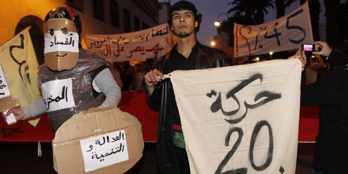 Manifestation de militants du Mouvement du 20 février contre les résultats des élections législatives à Rabat (Maroc), le 27 novembre 2011.