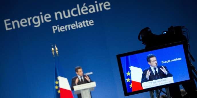 Le président Nicolas Sarkozy, lors de son discours à la centrale nucléaire de Tricastin (Drôme), le 25 novembre 2011.