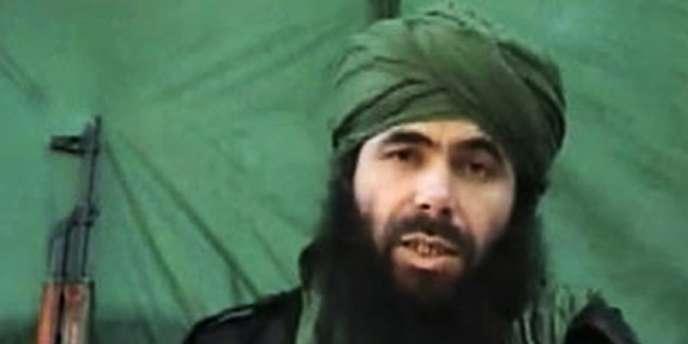 Abu Musab Abdul Wadud, considéré comme un chef d'AQMI ; un projectile de gros calbre a été retrouvé mais les Français démentent en avoir l'usage.