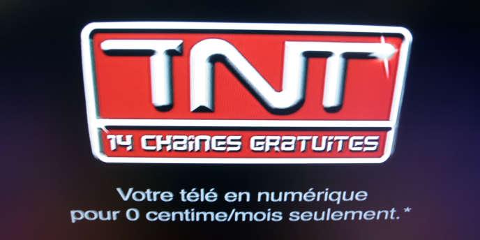 Photo prise le 31 mars 2005 dans les locaux du CSA à Paris, du logo de la Télévision numérique terrestre.