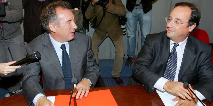 François Hollande et François Bayrou, le 26 septembre 2007 à l'Assemblée nationale à Paris, dans le cadre d'une rencontre consacrée aux institutions.