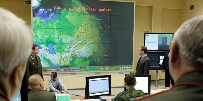 Le président russe Dmitri Medvedev visite la station radar Voronezh-DM dans l'enclave de Kaliningrad, le 29 novembre.