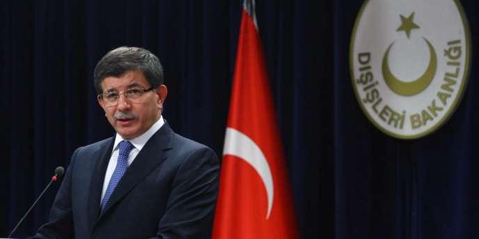 Le ministre des affaires étrangères turc, Ahmet Davutoglu, le 30 novembre 2011.