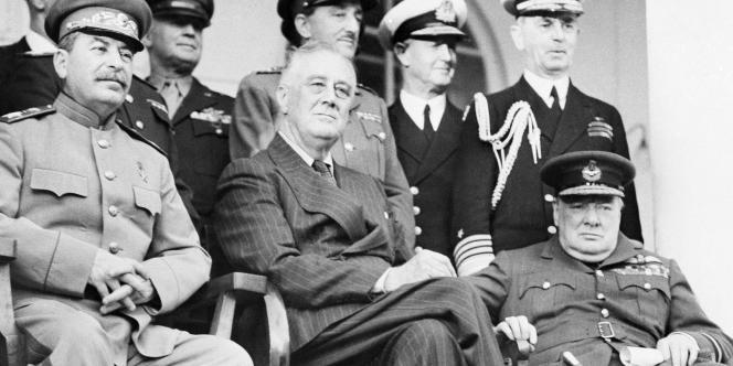 Joseph Staline, Franklin D. Roosevelt et Winston Churchill à Téhéran, en 1943.