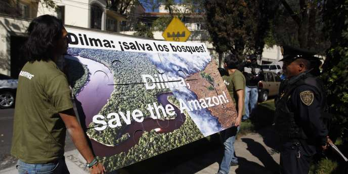 Manifestation de Greenpeace devant l'ambassade du Brésil à Mexico, mardi 29 novembre.
