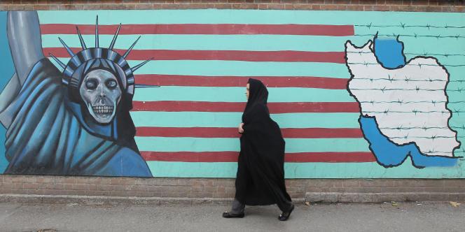 Fresque de propagande anti-américaine, sur le mur de l'ancienne ambassade américaine à Téhéran.