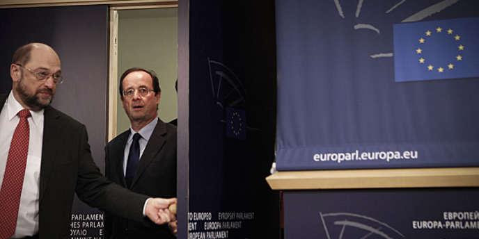 François Hollande à Bruxelles avec Martin Schulz, président du Parti socialiste européen (PSE), le 30 novembre.