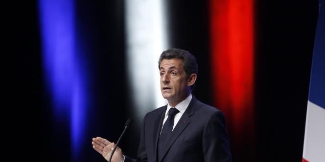 Nicolas Sarkozy prononce un discours, jeudi 1er décembre à Toulon.