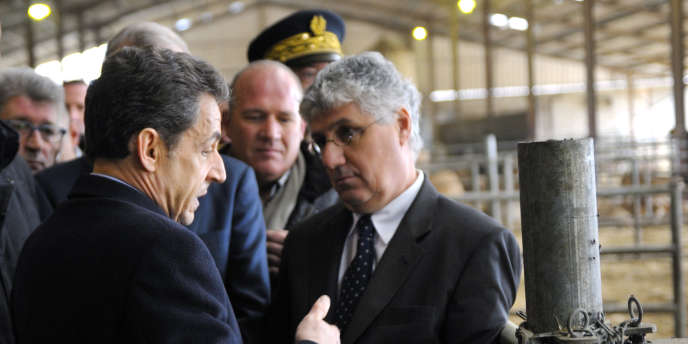 Nicolas Sarkozy rencontre Philippe Martin, le député du Gers, le 29 novembre 2011 à Marsan, dans le sud-ouest de la France.
