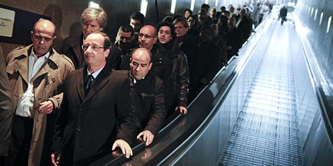 M. Hollande, à son arrivée à la gare de Bruxelles-Midi, mercredi 30 novembre.