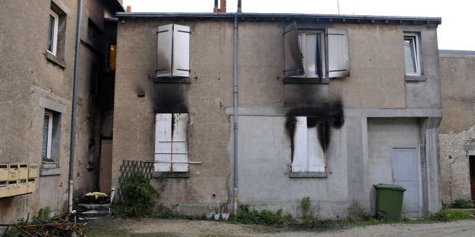 Roger Thouvenin, 54 ans, s'éclairait à la bougie depuis qu'EDF lui avait coupé l'électricité pour cause d'impayés.