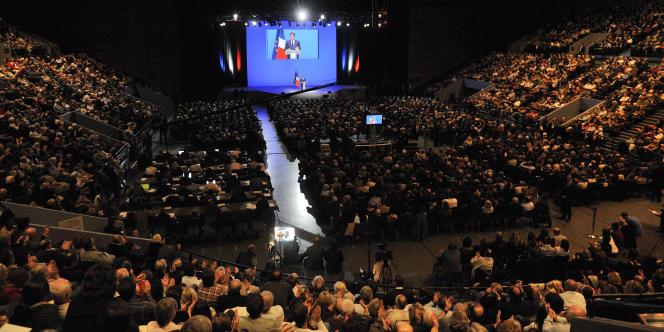 Les partisans de François Hollande veulent connaître le détail des frais d'organisation du discours de Nicolas Sarkozy, à Toulon, le 1er décembre 2011, pour en montrer le caractère partisan.
