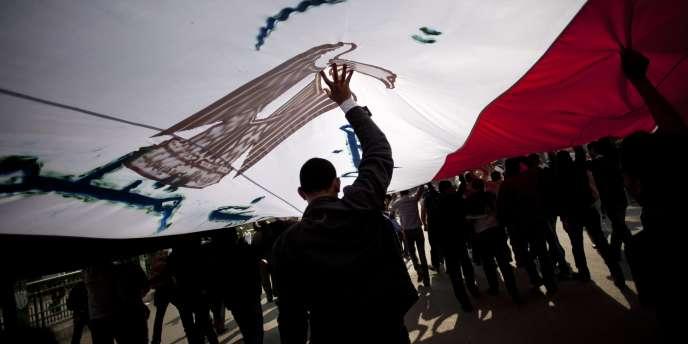Les Frères musulmans ont remporté 47 % des sièges de députés lors des élections législatives qui viennent de s'achever en Egypte.