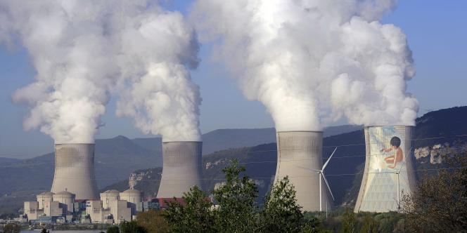 La Cour des comptes estime le coût actuel de déconstruction des centrales, des réacteurs de recherche et des usines, à 22,5 milliards d'euros pour EDF, 7,9 milliards pour Areva et 4 milliards pour le CEA.