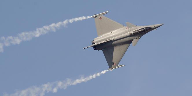 Mme Rousseff étudierait la possibilité de présenter à l'avionneur Dassault une offre groupée avec les Indiens afin de faire baisser les prix.