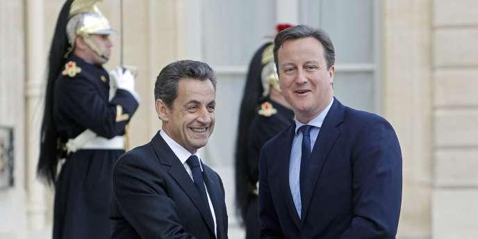 Nicolas Sarkozy et David Cameron, le 2 décembre 2011, à Paris.