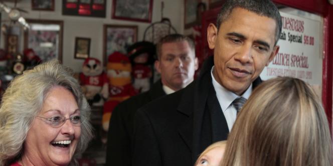 Barack Obama dans un commerce d'Osawatomie, dans le Kansas, le 6 décembre 2011.