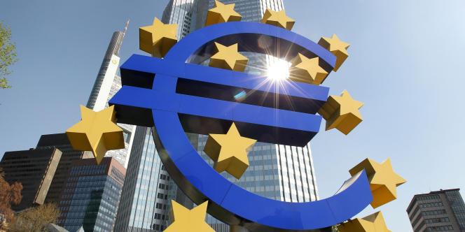 L'euro poursuivait ainsi une dégringolade entamée la veille, où il était tombé vers 17 heures sous 1,31 dollar.
