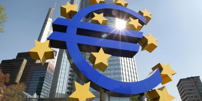 Le taux de change de l'euro est surveillé par les dirigeants français comme le lait sur le feu. Son appréciation rapide depuis l'été 2012, qui l'a conduit début février jusqu'à 1,36 dollar, a provoqué une vague de commentaires alarmistes.