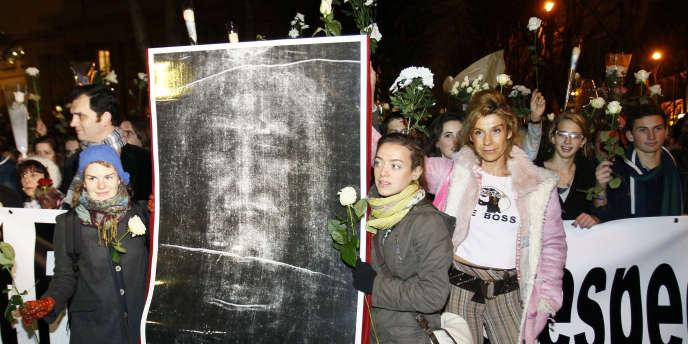 Une centaine de catholiques ont manifesté, jeudi, contre la première à Paris de
