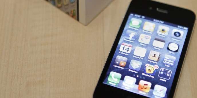 Un iPhone 4S d'Apple. Tous les terminaux iOS disposent d'un numéro d'identification unique.