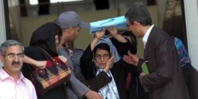 Nasrin Sotoudeh (au centre), en mai 2011