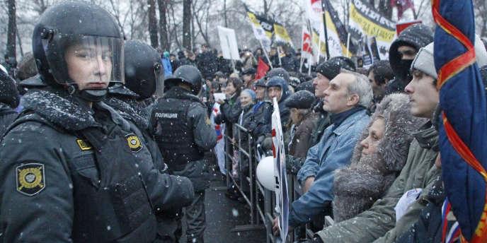 Entre 50 000 et 80 000 personnes ont défilé dans la capitale samedi, pour contester les résultats des législatives, après une semaine de manifestations inédites.