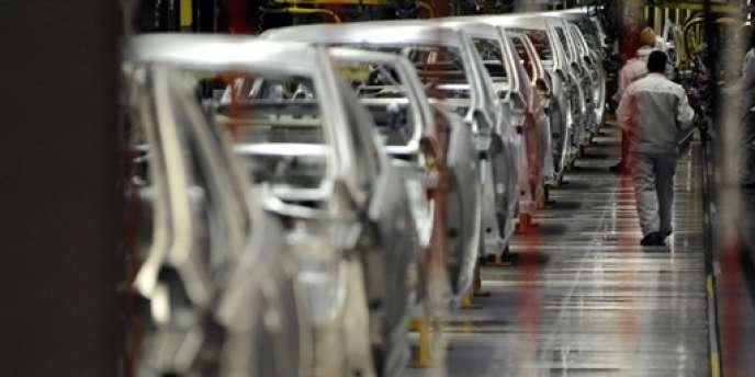 Dans l'usine PSA Peugeot-Citroën de Sochaux-Montbéliard (Doubs).