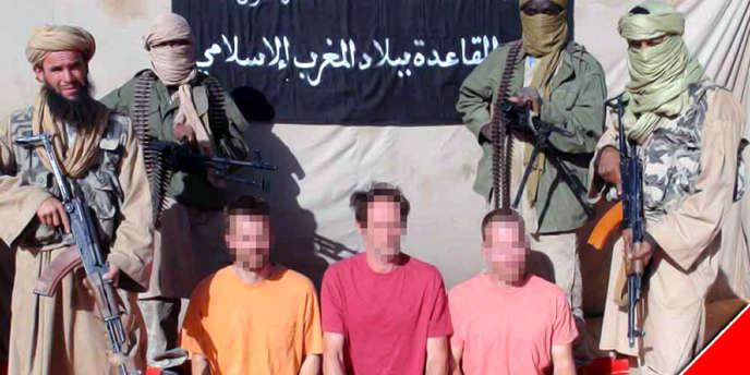 Image fournie par Al-Andalous, la branche média AQMI, de trois otages, un Suédois, un Néerlandais et un homme ayant la double nationalité britannique et sud-africaine.
