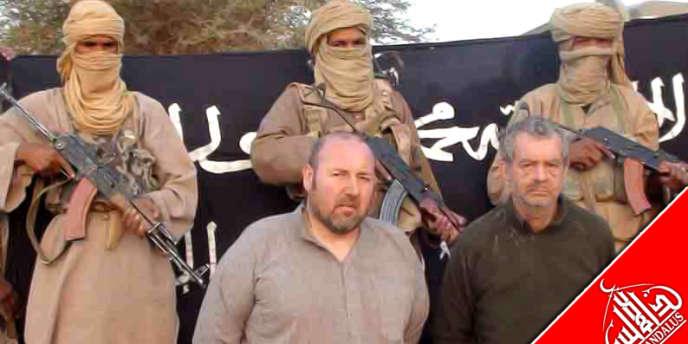 Une photo des deux otages français Philippe Verdon (à dr.) et Serge Lazarevic diffusée par AQMI en décembre 2011.